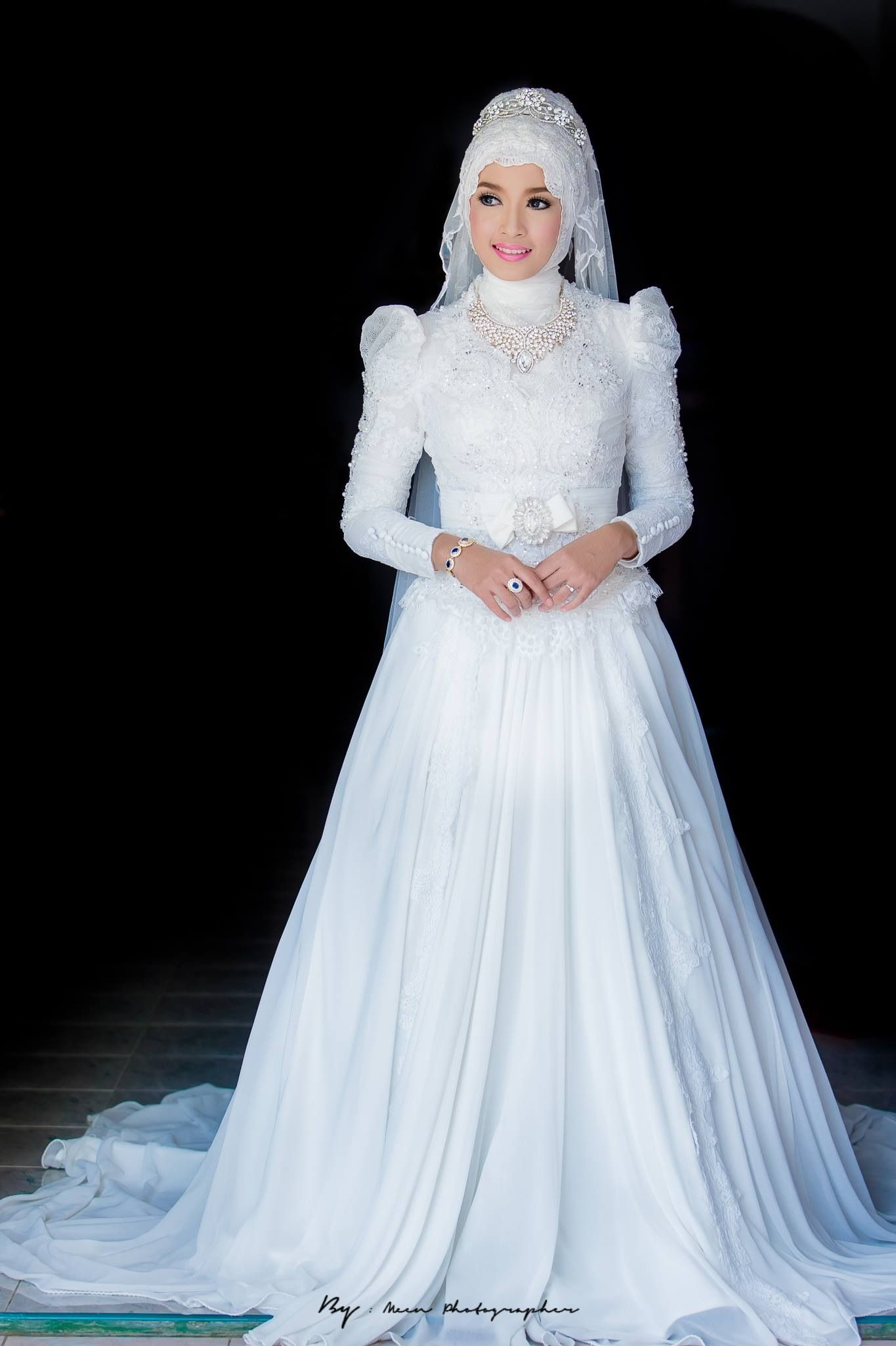 Wedding w muslim pinterest wedding wedding dress for Wedding dresses for muslim brides