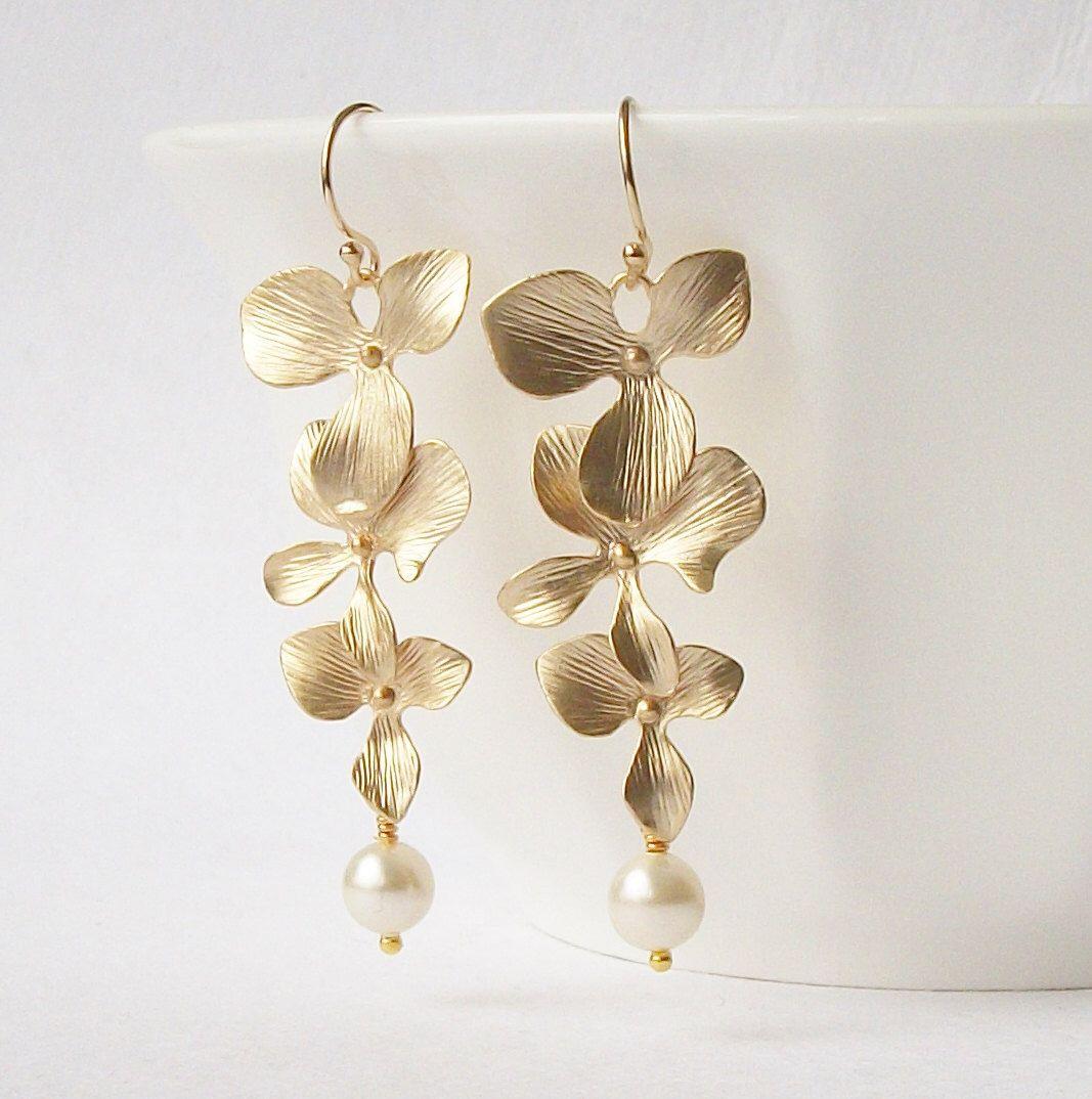Pearl Floral Drop Earrings by PeriniDesigns on Etsy https://www.etsy.com/listing/74009566/pearl-floral-drop-earrings