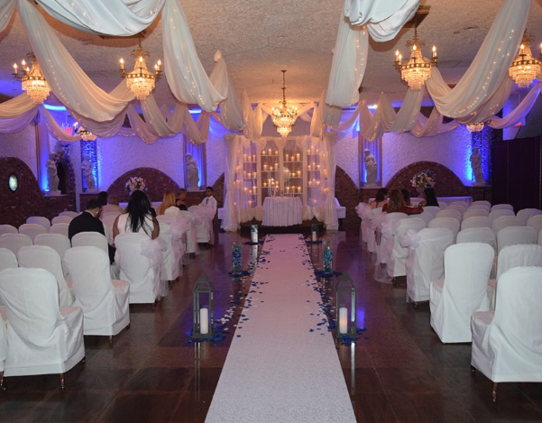 Our Grotto Room Can Accommodate Between 75 To 175 Guests With Beautiful Rich Earth Tone Gran Queens Wedding Indoor Wedding Receptions Smallest Wedding Venue