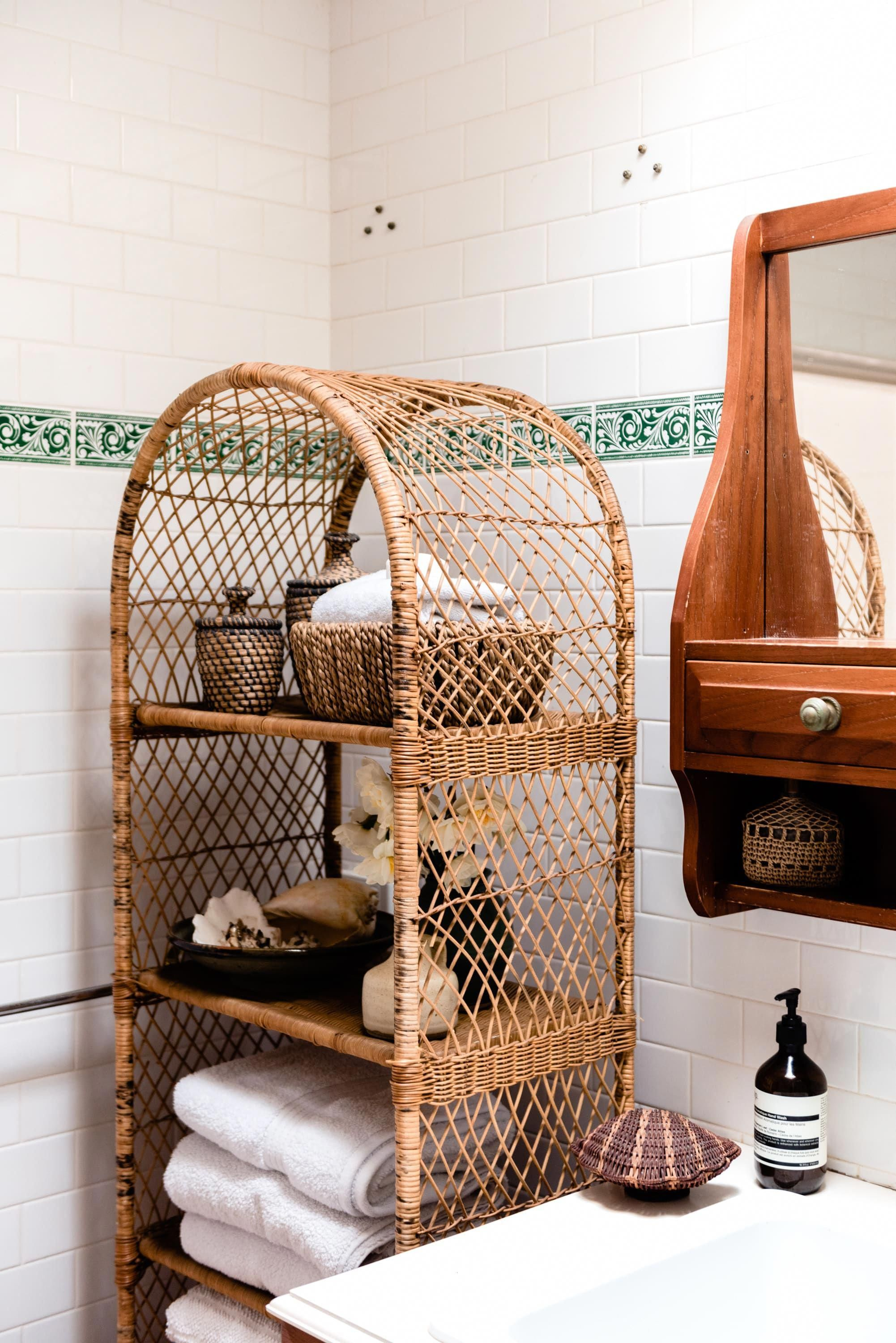 Vintage Finds Fill Every Corner Even In The Bathroom Where These Shelves Provide The Perfect Storage Solution Moderninterio Eclectic Home Interior Home Decor