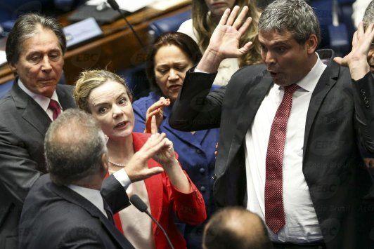 Senadores pró-Dilma levam representações ao MP contra testemunhas da acusação - http://po.st/MvSyWq  #Política - #Aécio-Neves, #Dilma-Rousseff, #Impeachment