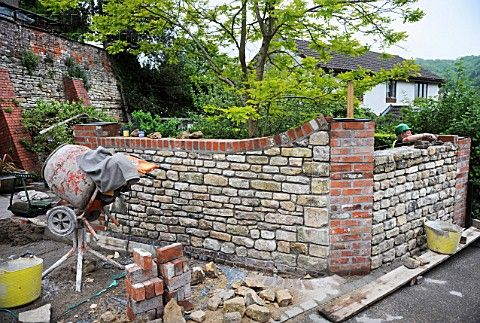 Building a garden wall with cotswold stone and cement mortar with ...