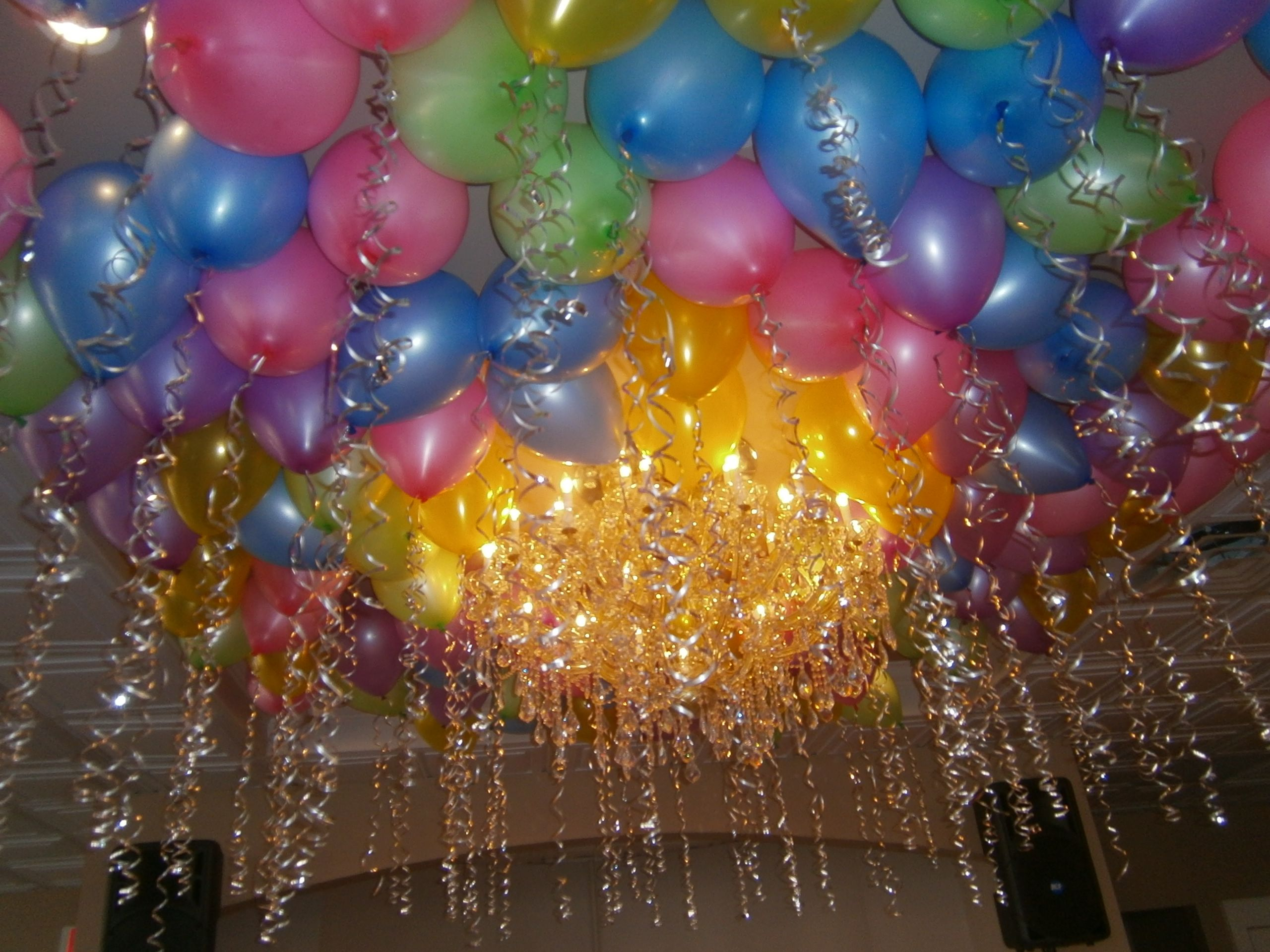Ceiling full of balloons and streamers www total party for Balloon and streamer decoration ideas
