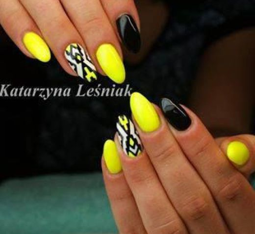 17 Trendy Yellow Nail Art Designs for Summer 5. Fashionable Black And Yellow  Nail Design