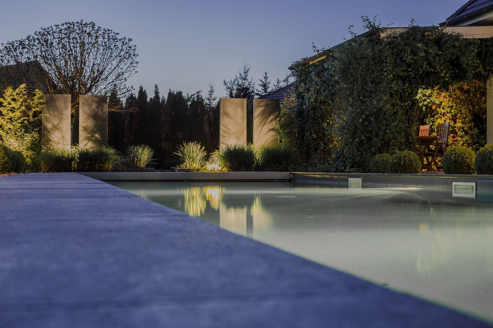 Idee Eclairage Terrasse Piscine de nuit | decoration piscine, piscines design, piscines modernes