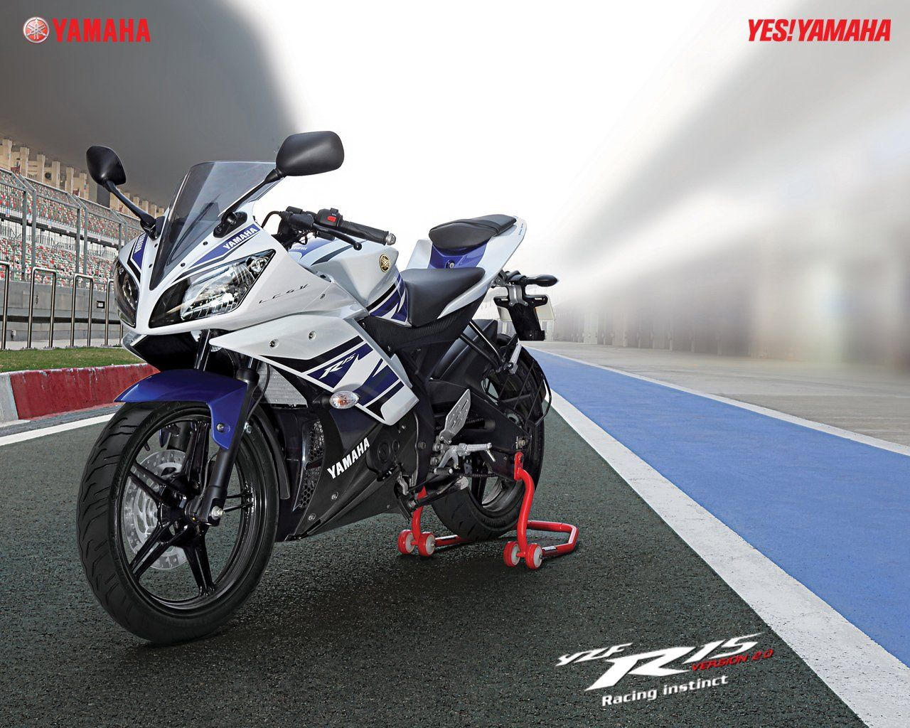 Official wallpaper of 2013 yamaha yzf r15