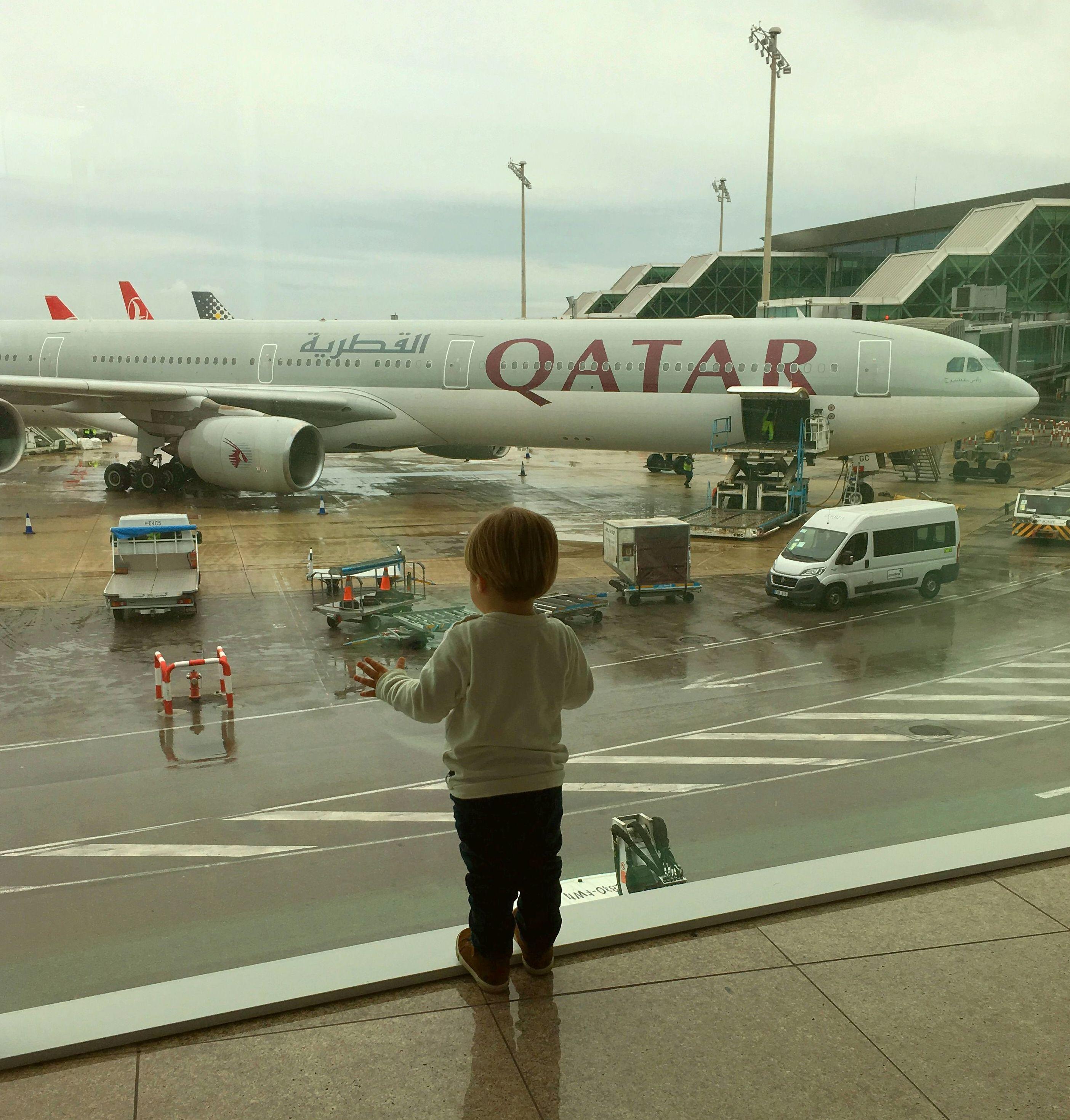 Vete a la fila con menos niños para agilizar tu paso por el aeropuerto.