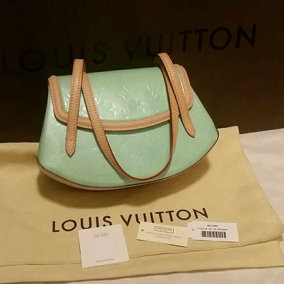 Authentic Louis Vuitton biscayne mint green bag Authentic Louis Vuitton Biscayne vernis patent leather PM peppermint, has slightly signs of use, used twice TH0034 Louis Vuitton  Bags Satchels