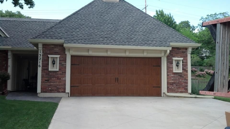 Clopay gallery collection ultragrain finish double garage for Clopay steel garage doors