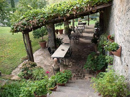Pergolato di vite outdoor ideas pinterest idee - Costruire casa in campagna ...