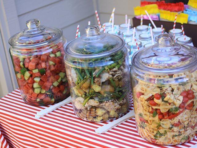 Dejeuner Au Jardin Pour Presenter Les Salades Alimentation