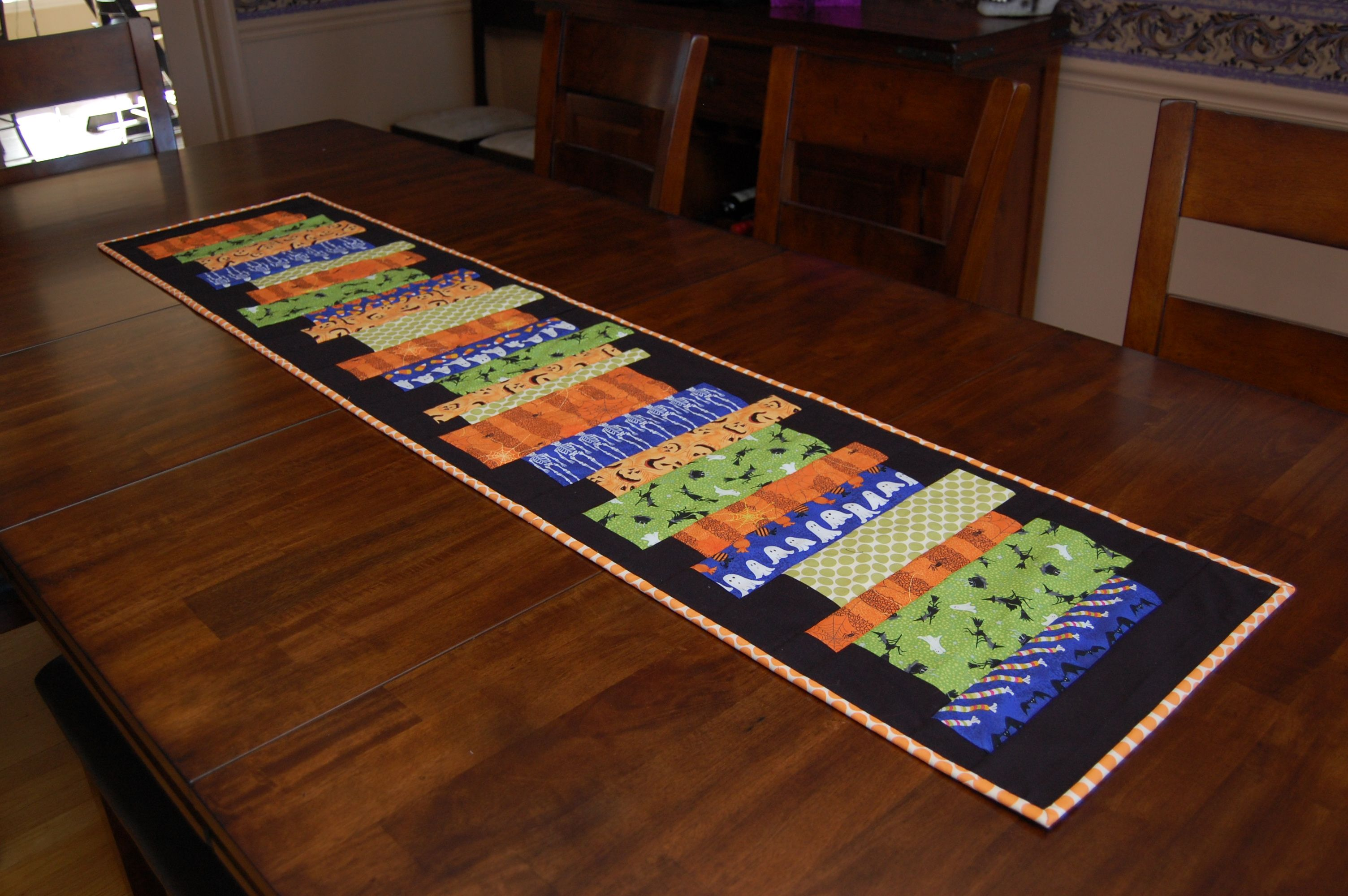 Halloween table runner quilt