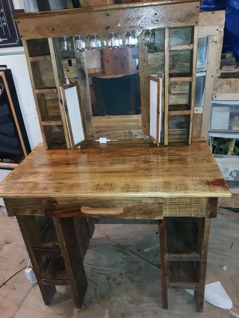 Makeup vanity from reused pallet wood (With images