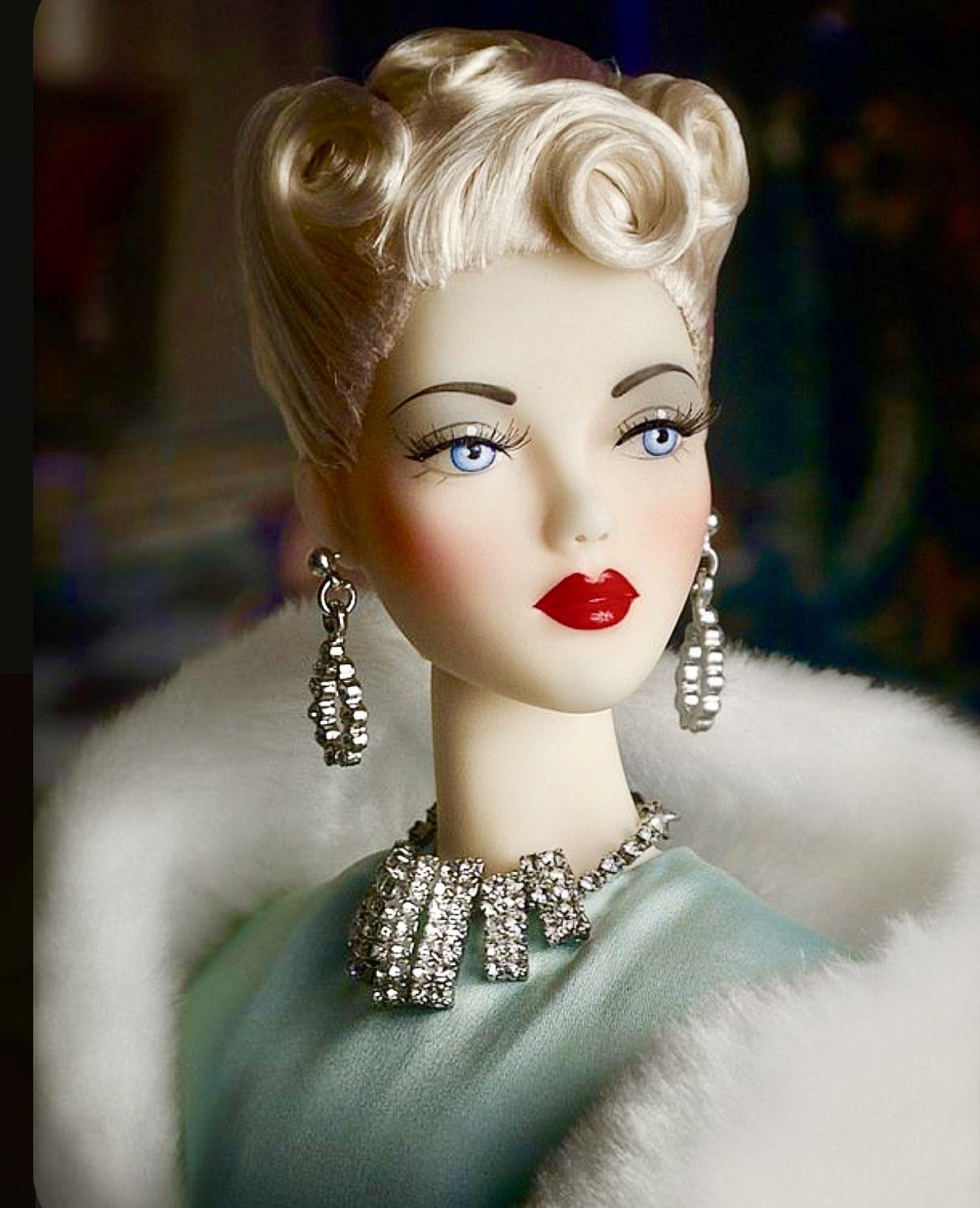 ️💚 ️ in 2020 Barbie fashion, Fashion dolls, Fashion
