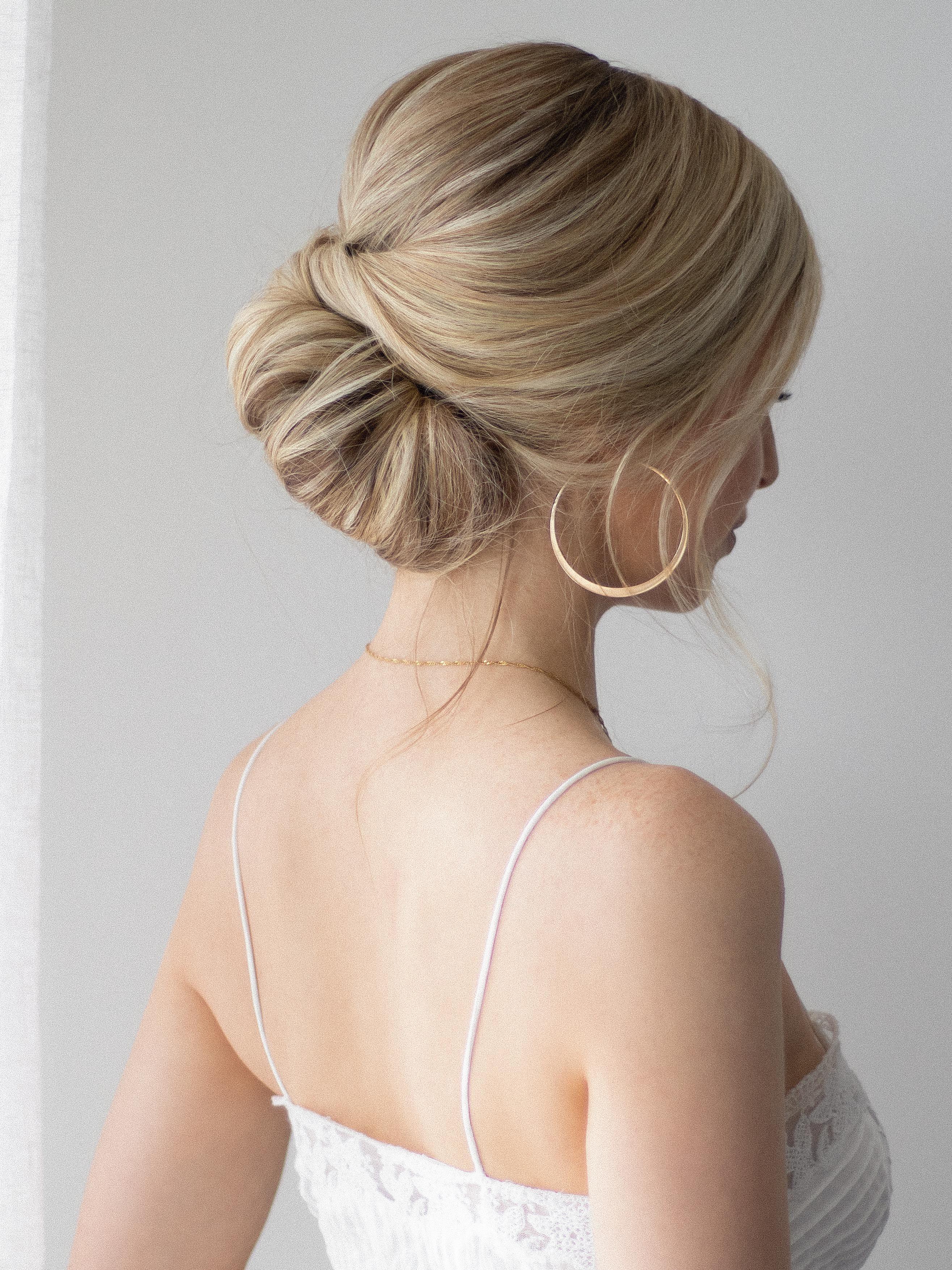 Easy Updo For Short Hair Hair Tutorial Hairupdotutorial Easy Updo For Short Hair The Perfect Wedding H In 2020 Short Hair Tutorial Short Hair Updo Short Hair Styles