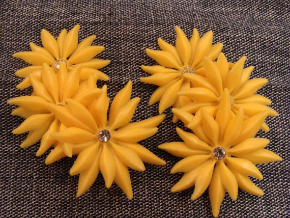 YELLOW DAISY vintage plastic earrings go up the side of the ear