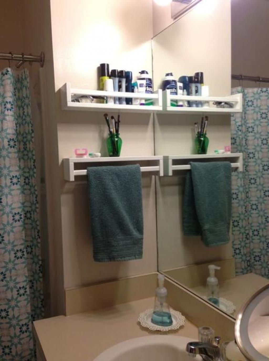 elle s 39 est procur des tag res pices de chez ikea. Black Bedroom Furniture Sets. Home Design Ideas