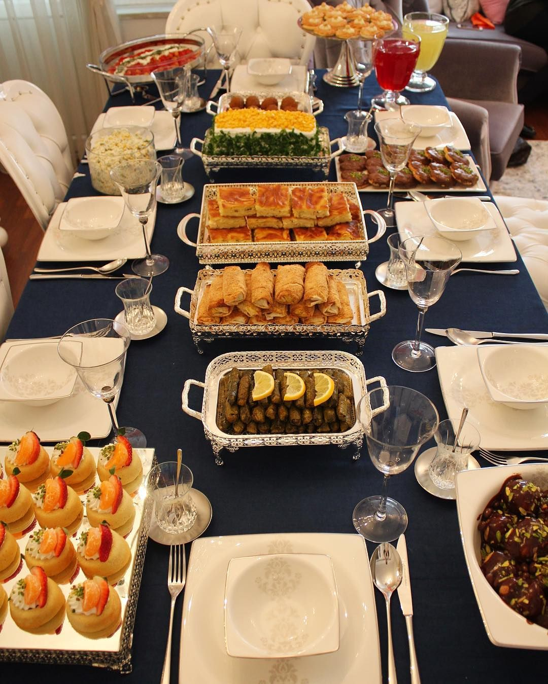 Bir Misafir Masasindan Daha Merhaba Tek Tek Harika Tarifler Gelecek Beklemede Kalin Food Presentation Buffet Food Serving Food