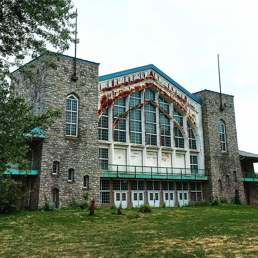Abandoned Southern Ontario Amusement Park Is An Explorer's