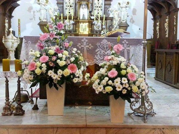 Kwiaty W Kosciele Szukaj W Google Large Flower Arrangements Church Decor Church Flower Arrangements