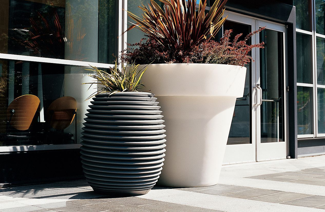 Vas One 4 Ft Tall Planter Planters Tall Planters Planter Design