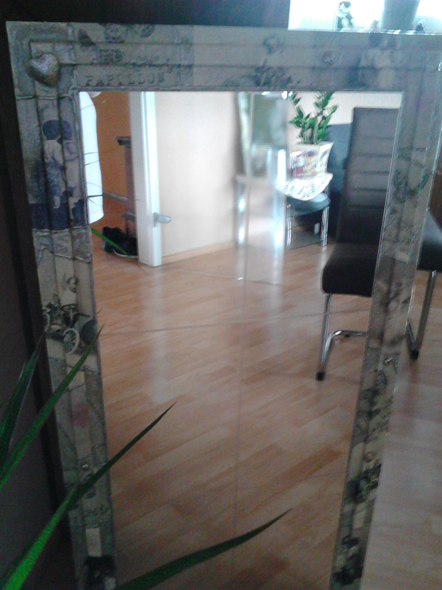 Auftrag: Alter Holzrahmenspiegel, modern passend zu einem grau/weißen Flur Auftrag abgeschlossen für 30€