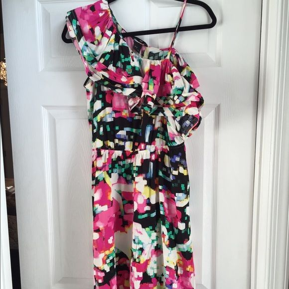 H&M Floral Dress Ruffle shoulder dress from H&M. Wore only once. H&M Dresses One Shoulder