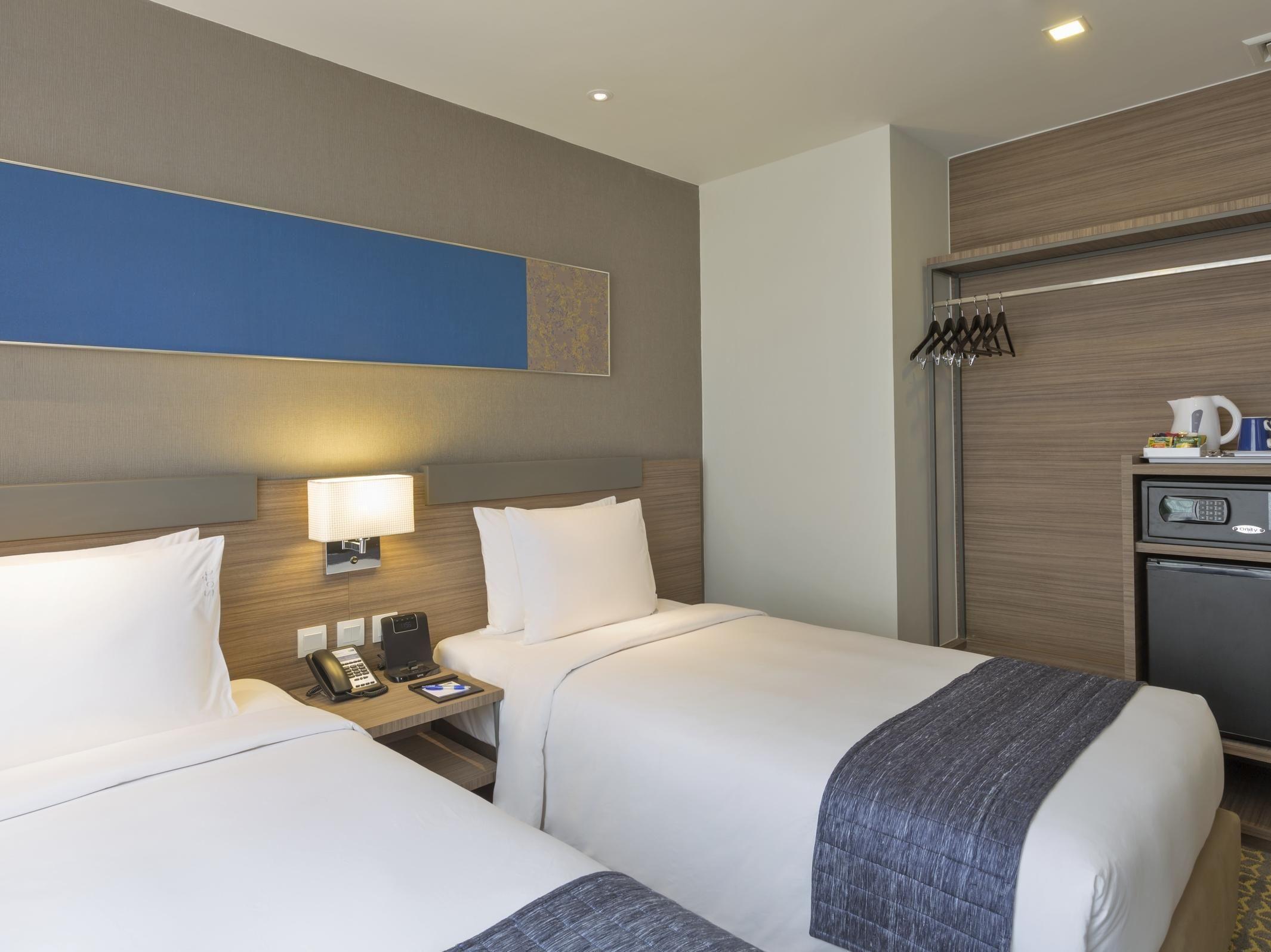 Holiday Inn Express Bangkok Sathorn Bangkok Thailand Bedroom Hotel Home Massage Shower Head