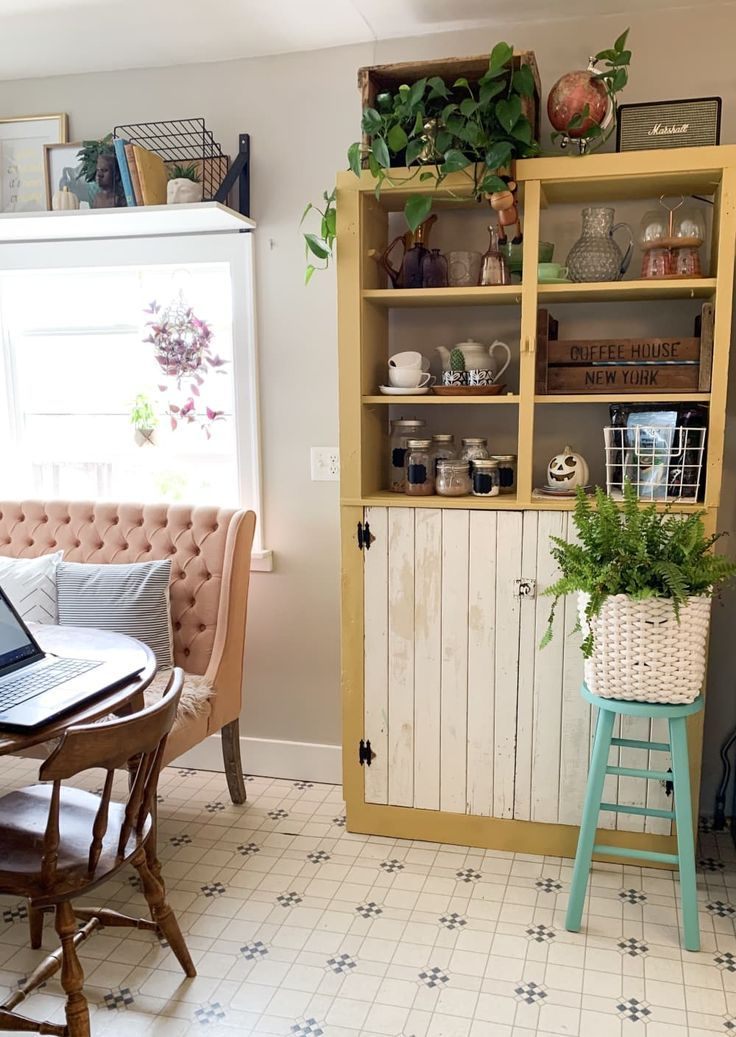 This 1950s Farmhouse in Rural Canada Is an Incredibly Charming and Eclectic Bohemian Home This 1950s Farmhouse in Rural Canada Is an Incredibly Charming and Eclectic Bohe...