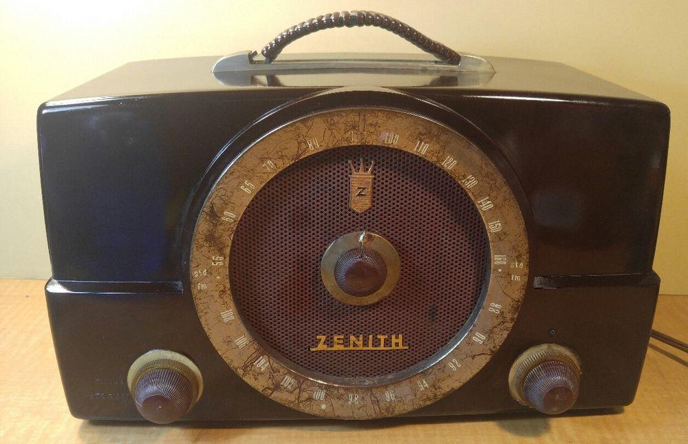 Zenith Model H725 AM/FM Bakelite Tube Radio Chassis 7G01Z