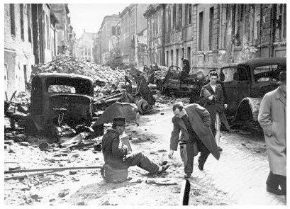 Berlin 1945. Eyewitness personal account of the destruction of a city.