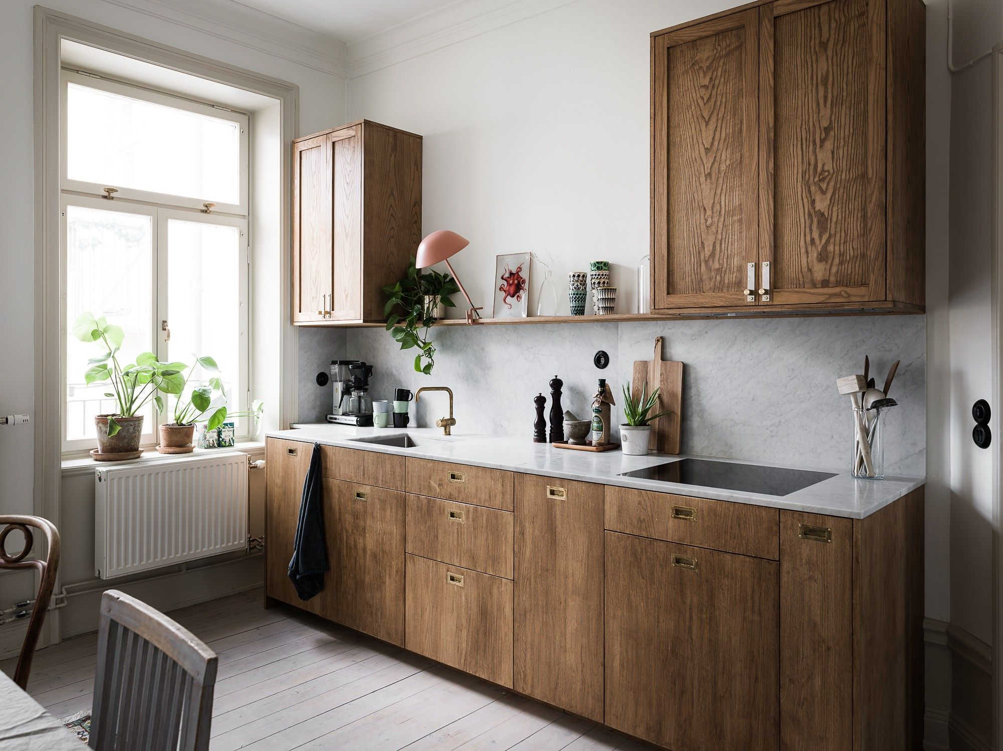 Kitchen in marble and wood - COCO LAPINE DESIGN  Teal kitchen