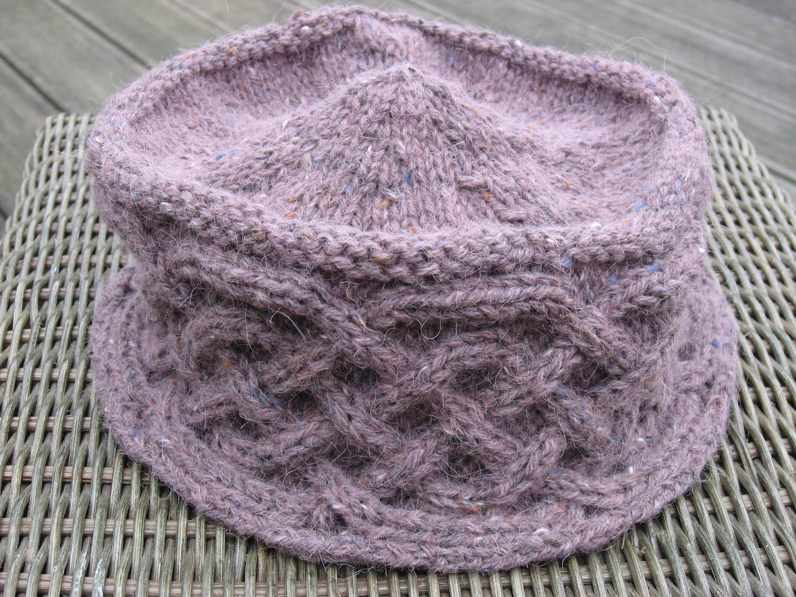 Based on Ragna pattern by E. Lavold (Viking patterns in knitting) I, Knit-b...