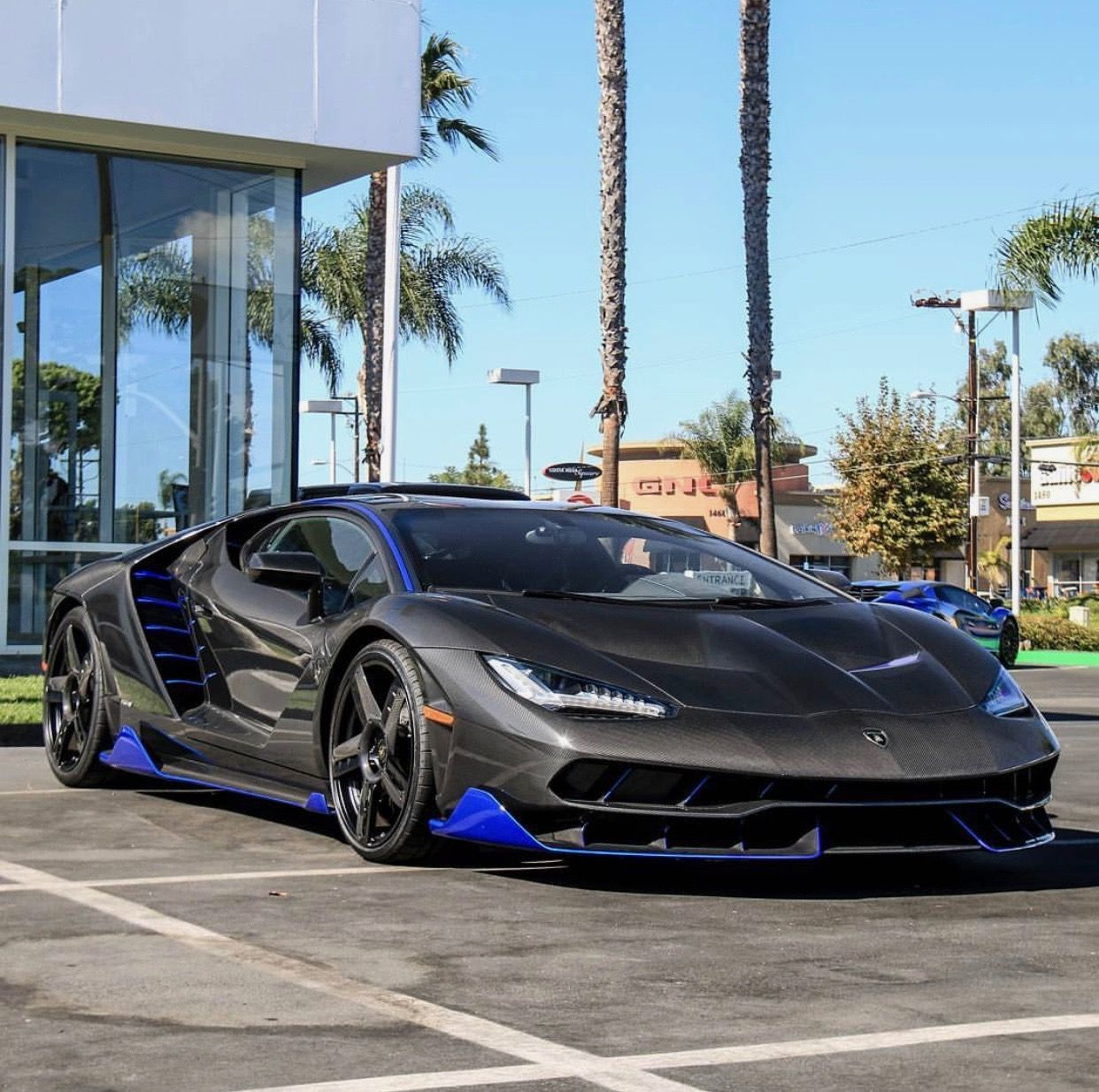 lamborghini centenario made out of exposed carbon fiber w. Black Bedroom Furniture Sets. Home Design Ideas