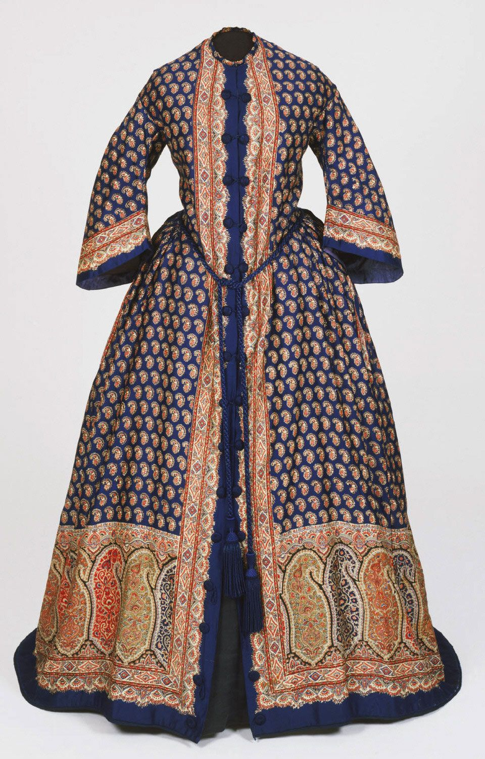 Philadelphia Museum of Art - Collections Object : Woman's Dressing Gown (Morning Dress) Geography: Made in United States, North and Central America Date: c. 1850 Medium: Printed wool