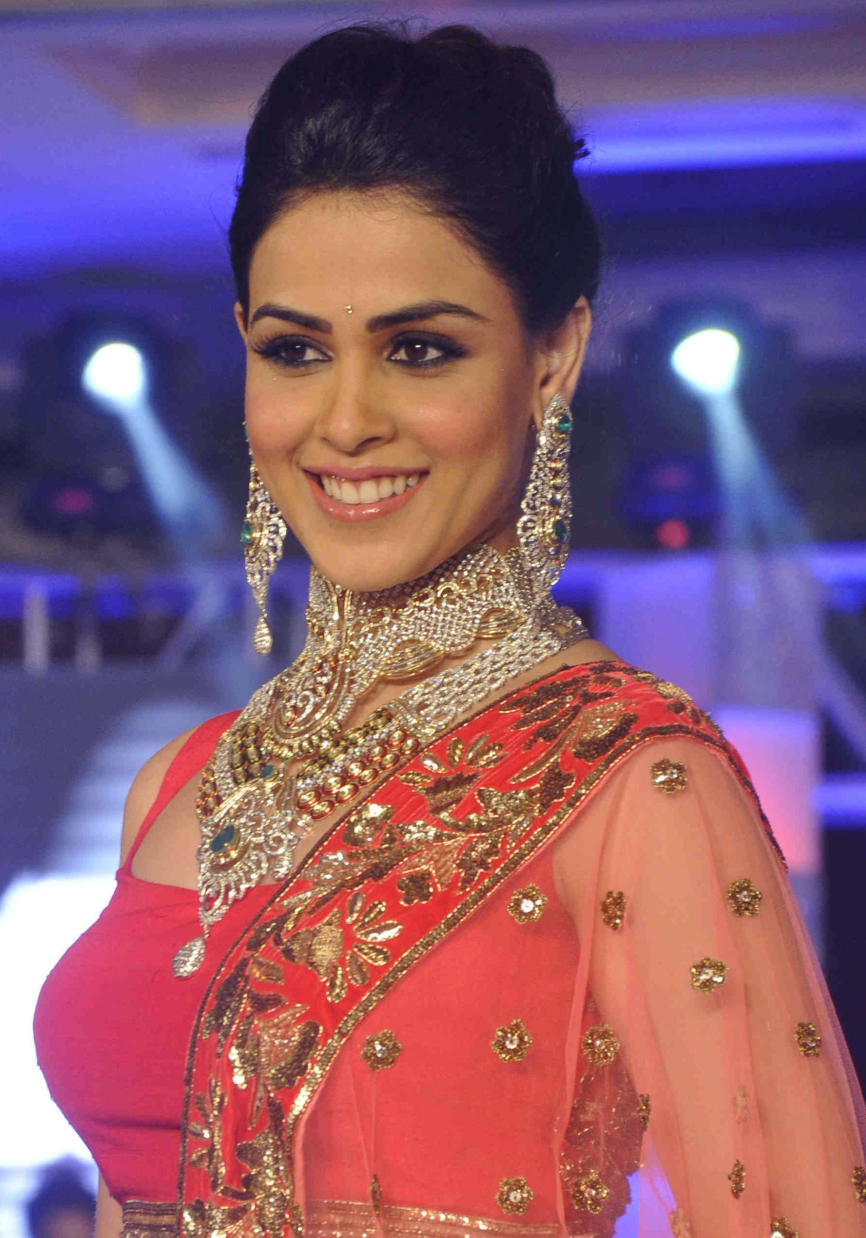players market for malabar anniversary target kareena gold diamond gifting new hr uk kapoor with