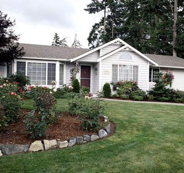 Best 25 ranch landscaping ideas ideas on pinterest for Ranch house curb appeal