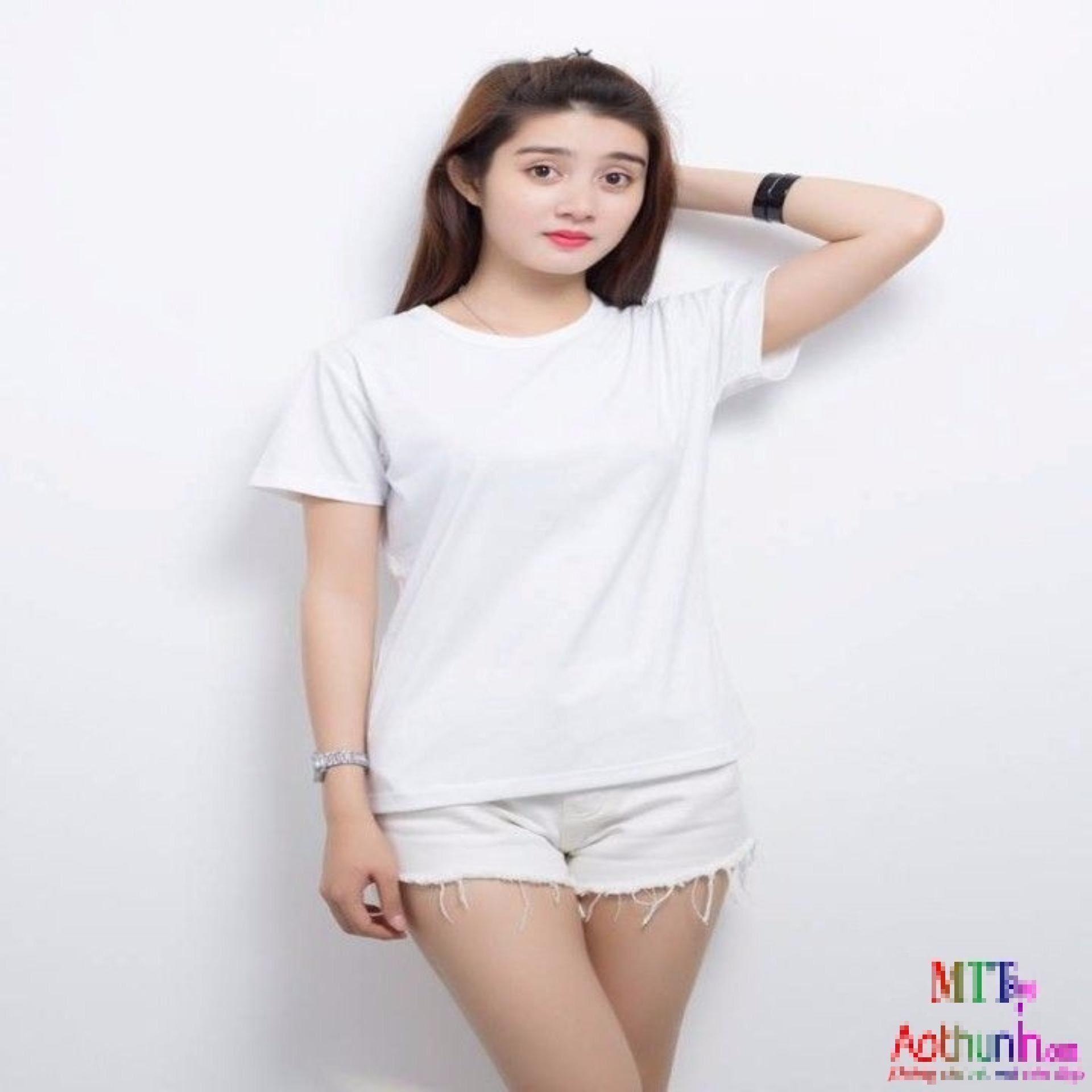 Áo thun trơn cổ tròn màu trắng thích hợp cho các nàng vai rộng
