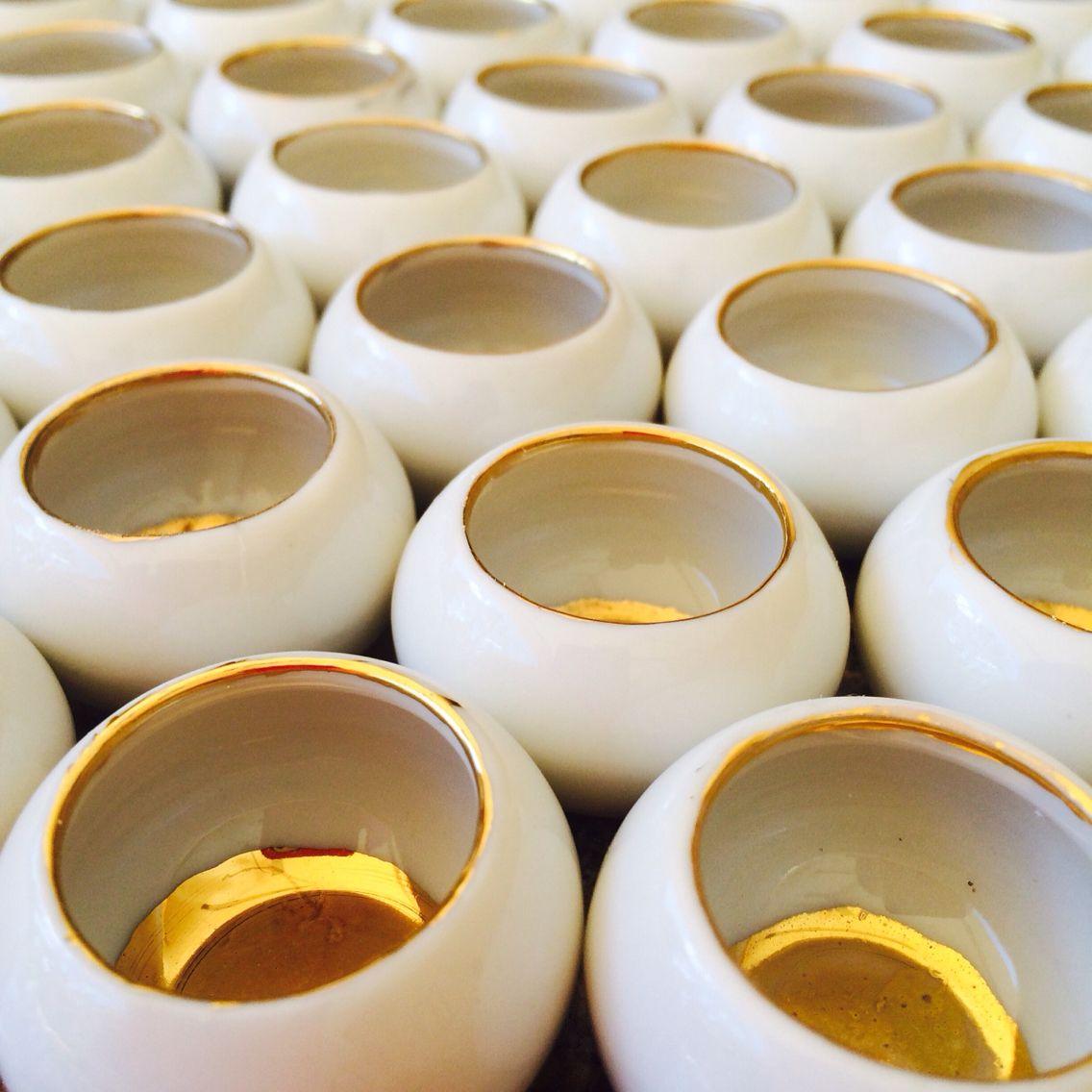 Porta jóias de porcelana com detalhe em ouro