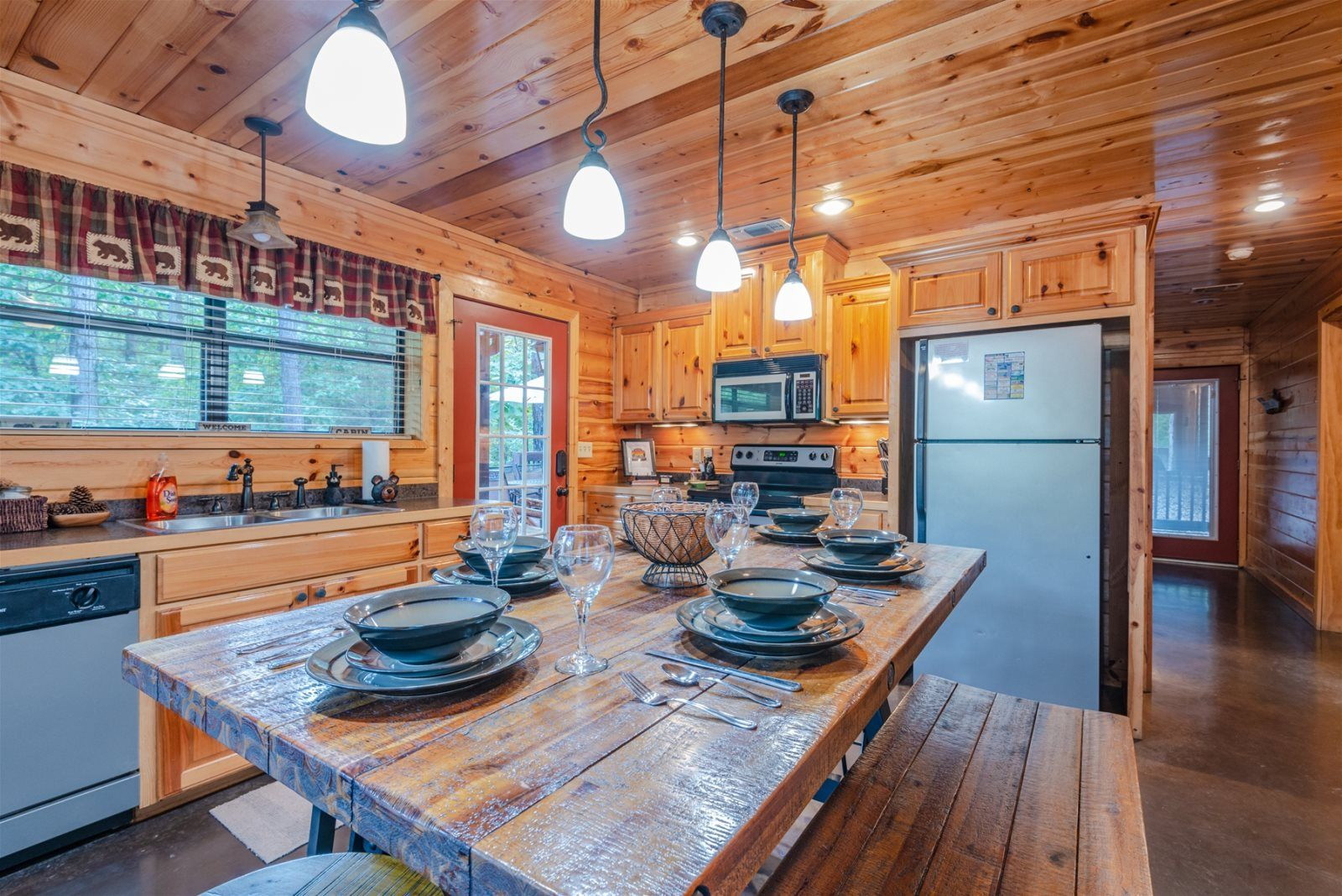 Hi-Bear-Nation Cabin   Broken Bow, OK   Blue Beaver Cabins