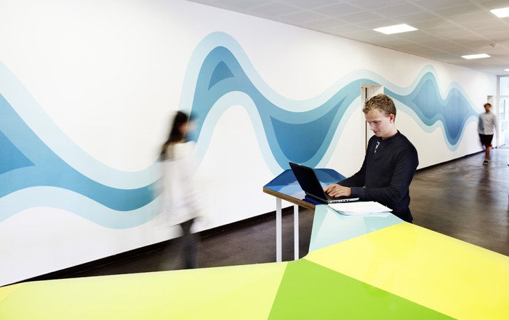 CAMPUS GENTOFTE: The Wall Graphics Transform The Corridor Into An  Attractive Space / Photo: