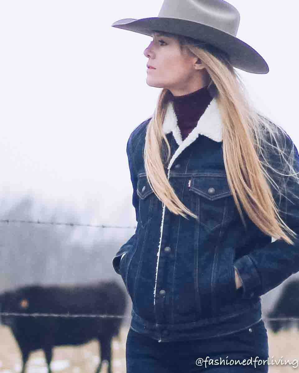 Womens Cowboy Hat Outfit With Denim Sherpa Jacket Trouser Jeans Ariat Boots Outfits With Hats Cowgirl Style Outfits Denim Jacket Outfit Inspiration [ 1202 x 962 Pixel ]