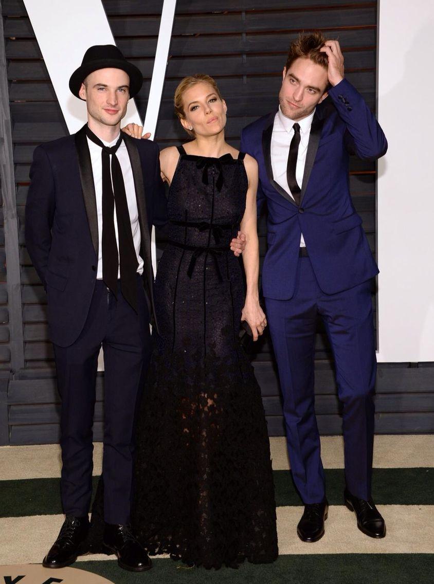Robert Pattinson Tom Sturridge Sienna Miller Vf After Party Robert Pattinson Vanity Fair Oscar Party Robert