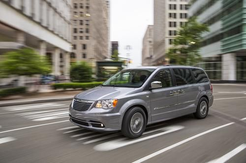 30 Reasons The Chrysler Town Country Is The Right Van For You