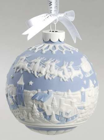 Wedgwood Christmas Hanging Ornament in Blue & White Jasperware . - Wedgwood Christmas Hanging Ornament In Blue & White Jasperware