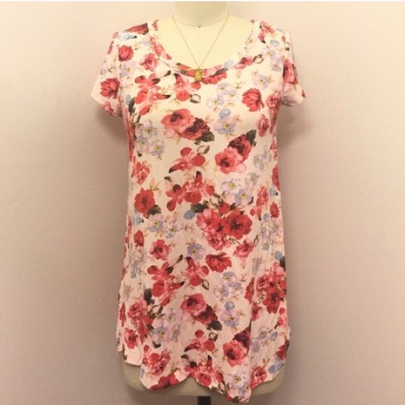 Bundle for Sashawill Floral Tee and Colorblocked top in size small Tops