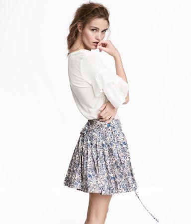 262665b827a1 Plisserad kjol | Ljusbeige/Blommig | Dam | H&M FI | Floral skirts ...
