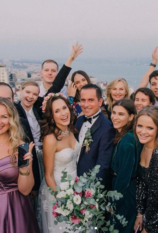 Tamada Und Seine Aufgaben Bei Einer Russisch Deutsch Turkischen Hochzeit Turkische Hochzeit Hochzeit Kleid Hochzeit