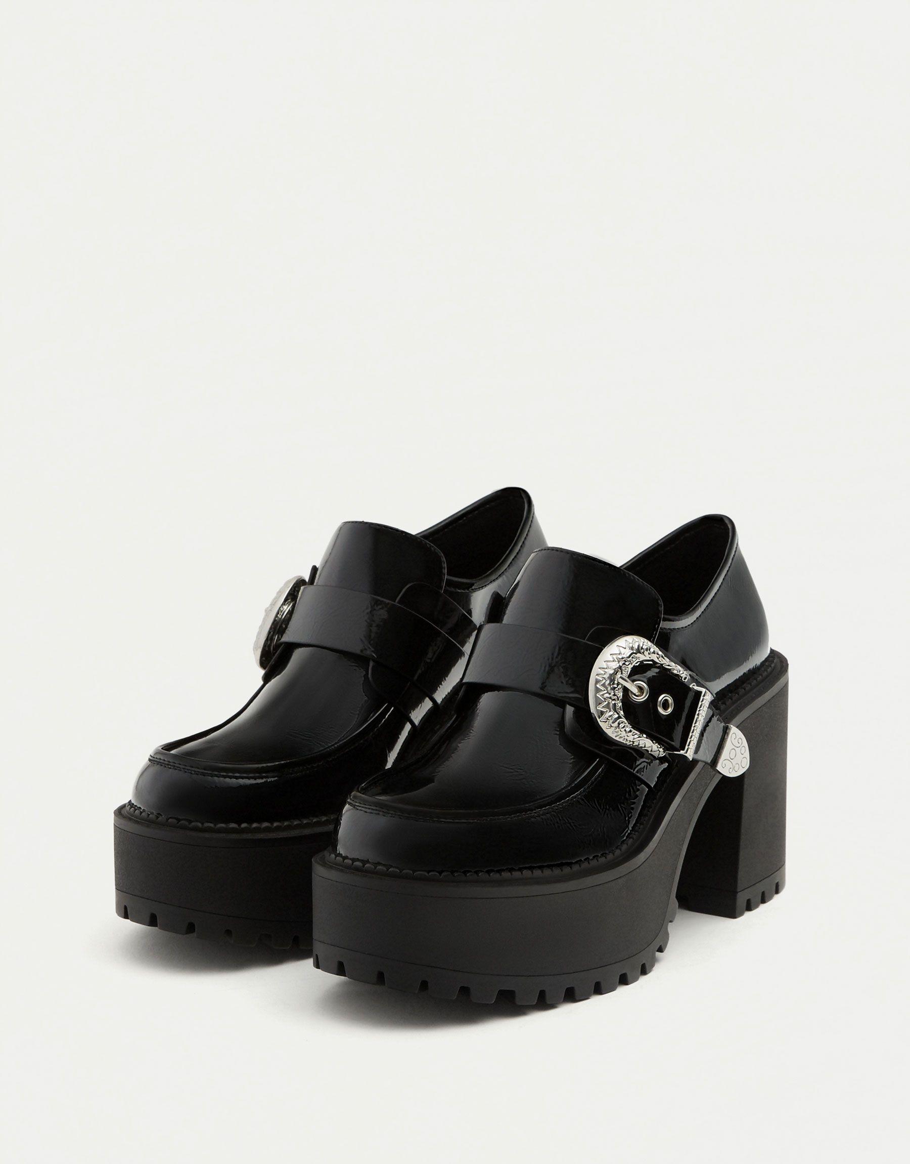 5abc25e6f5227 Mocassins à talon boucle - Dernières nouveautés - Chaussures - Femme -  PULL BEAR France