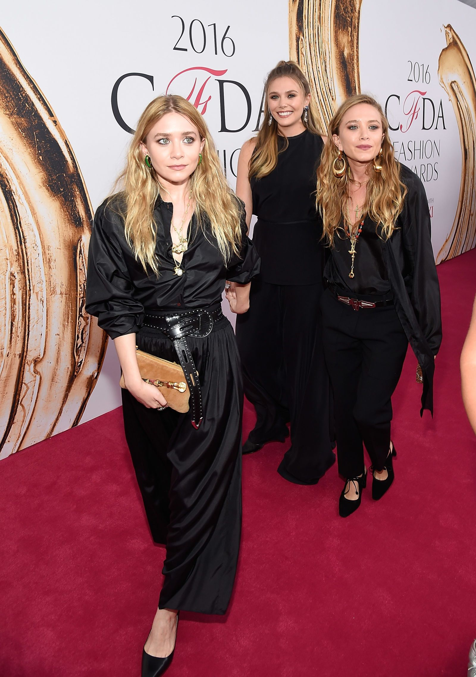 All The Three Olsen Sisters Arrived At The Cfdas Together Ashley Olsen Ashley Mary Kate Olsen Fashion